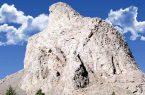 نفس تنها کوه عقاب جهان به شماره افتاده است