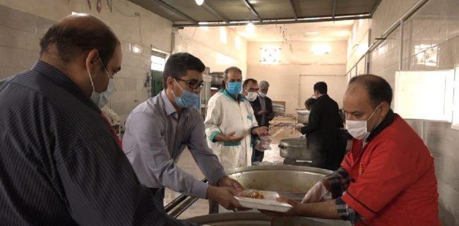 توزیع بیش از چهار هزار پرس غذا بین نیازمندان بافقی